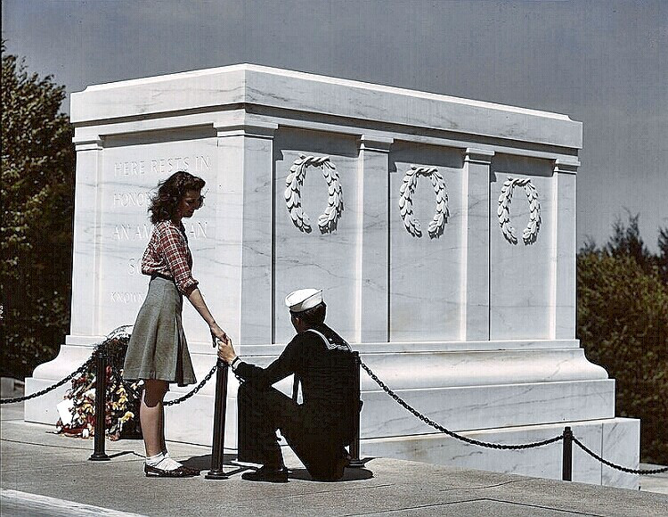 Arlington National Cemetery - sailor and his girl at the Tomb of Unknowns