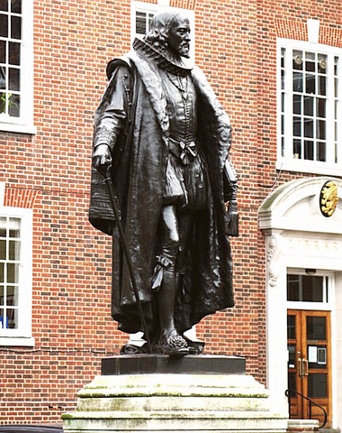 Sir Francis Bacon statue