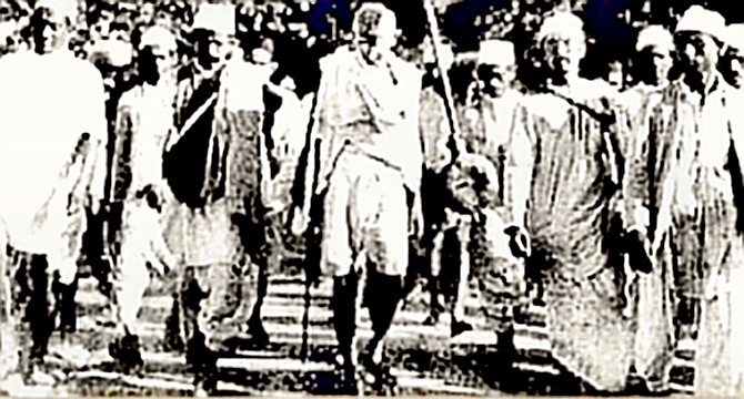 Gandhi with companions on march to sea