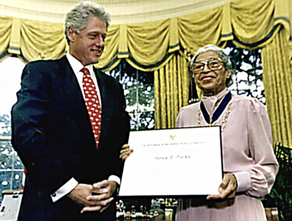 Rosa Parks receives MoF award from Pres. Clinton