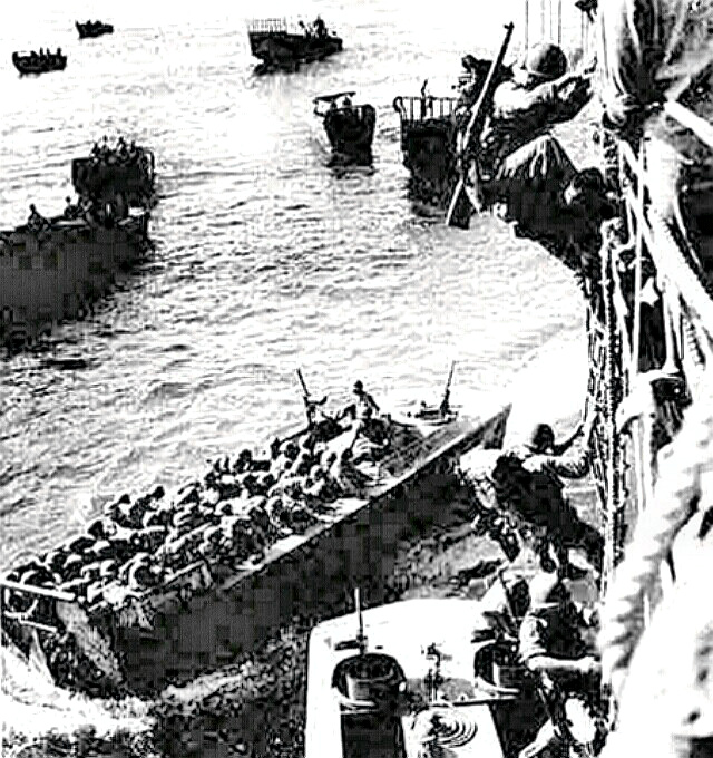Tarawa - Marines disembarking to Higgins boat