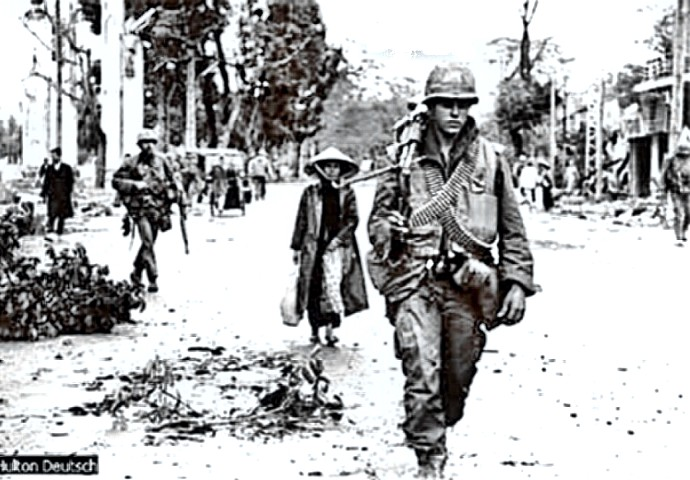Tet 1968 - War weary troopers in Hue City