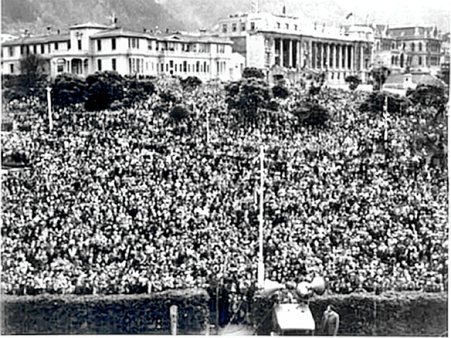 V-E Day crowd in New Zealand