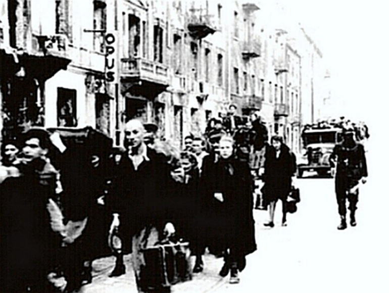 Warsaw Jews being deported to Treblinka